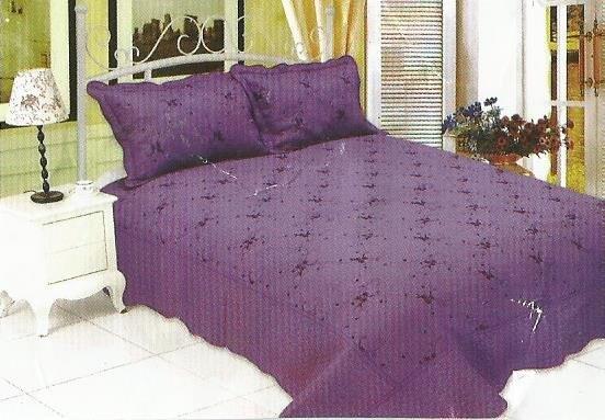 Cuvertura de pat violeta realizata din bumbac